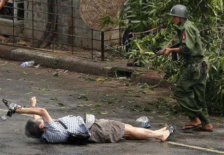reuters-myanmar-protest-070928-3.jpg