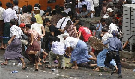 reuters-myanmar-protest-070928-4.jpg